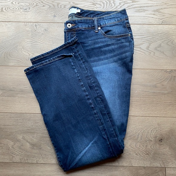 Torrid Relaxed Fit Bootcut Jeans sz 18